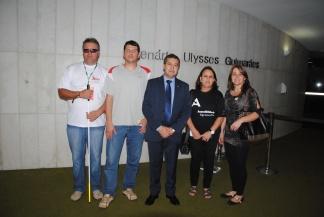 com integrantes do Conselho Municipal dos Direitos das Pessoas com Deficiencia ou Superdotação de Carazinho.